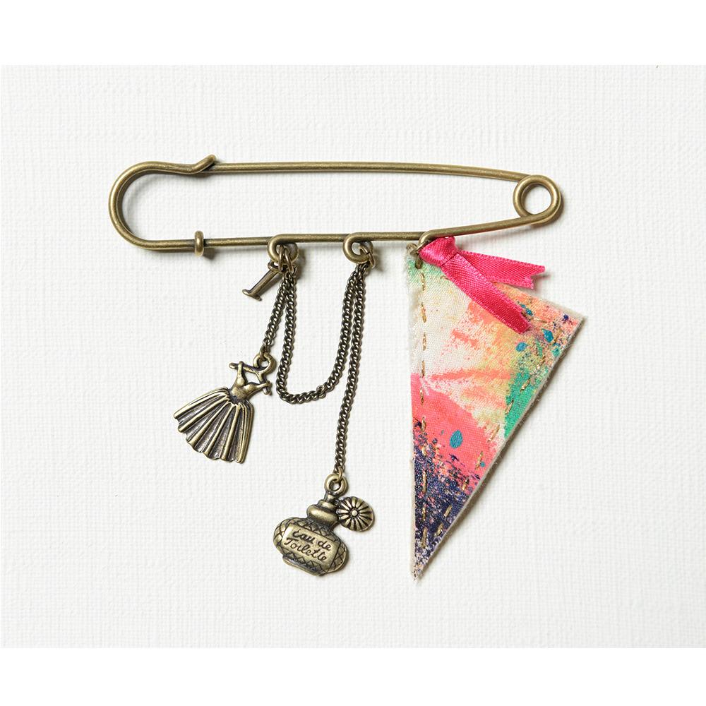 チャーム付きブローチ Large brooch with charms